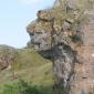 Скала като Свинкс в подножието на храма